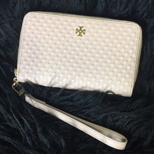 NWT Tory Burch Marion Embossed Smartphone Wristlet